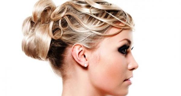 Прически на средние волосы в домашних условиях. Прическа жгутик из двух прядей волос